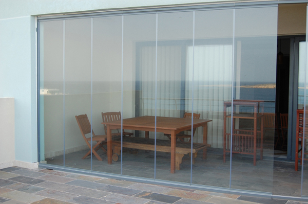 Frameless glass doors glass curtains frameless bifold doors for Frameless glass doors